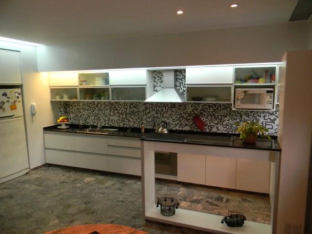 Mesadas de cocina amoblamientos de cocina for Amoblamientos de cocina a medida precios